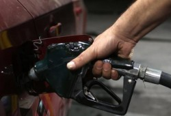 زيادة أسعار الوقود تنغص على المصريين فرحتهم بالعيد